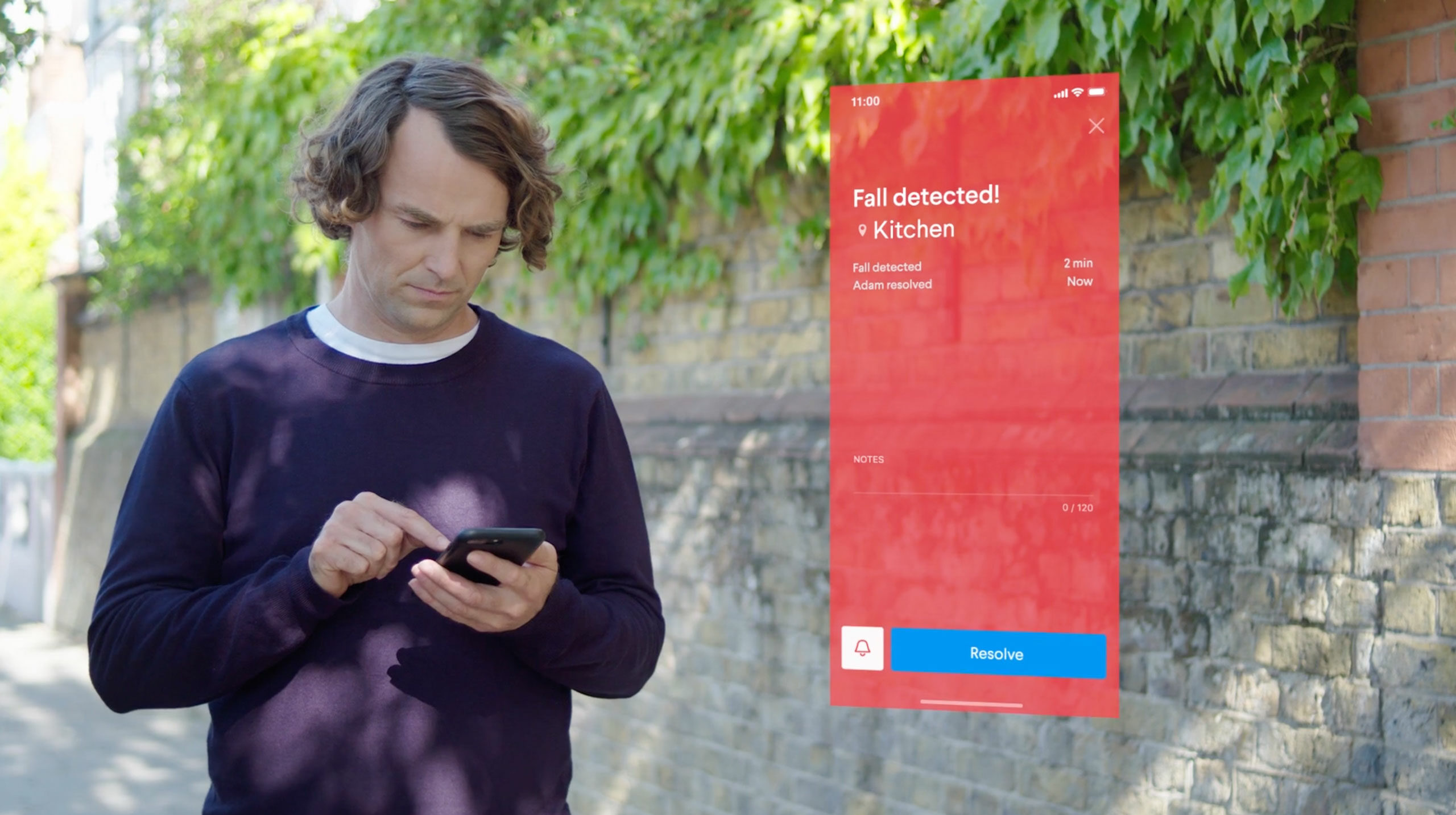 A man receiving a notification Fall Detected from his mum on his Nectarine Health mobile app